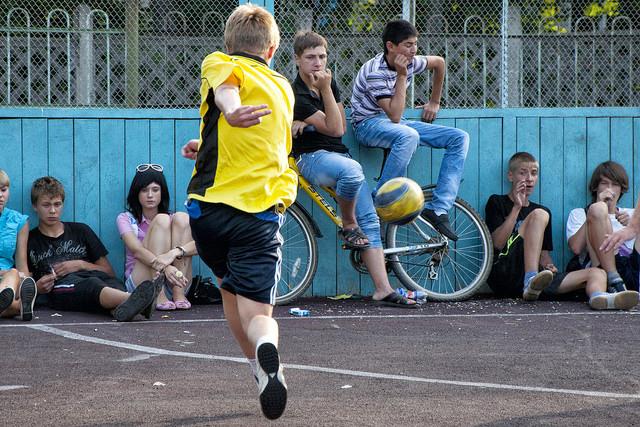 Rower, gra w piłkę nożną
