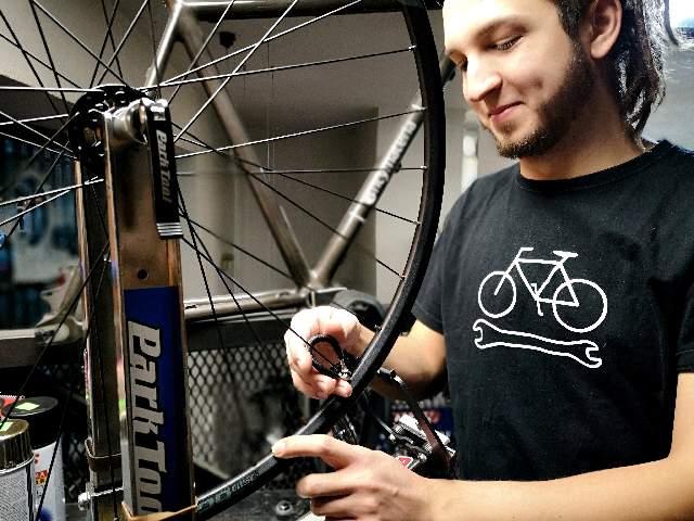 Zaplatanie kół rowerowych