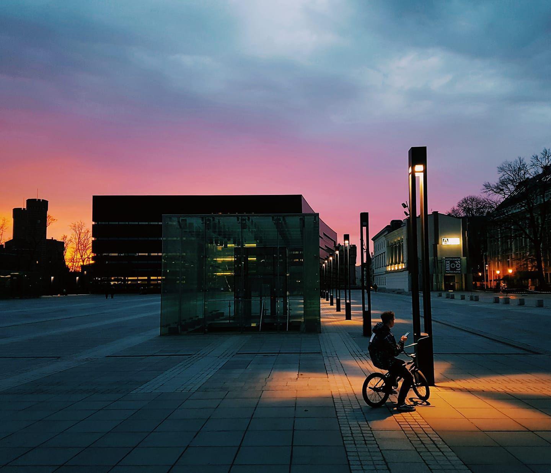 rowerem wewrocławiu ozachodzie słońca