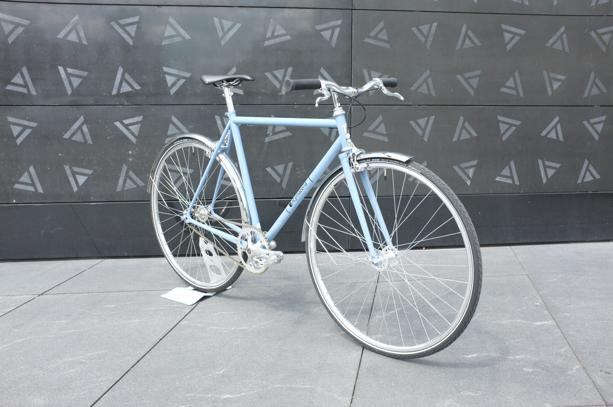 Stalowy rower miejski