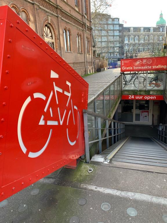 Holandia, podziemny parking rowerowy