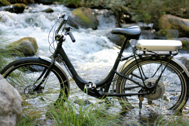 Miejski rower elektryczny nawycieczki